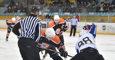 Первенство по хоккею среди взрослых команд