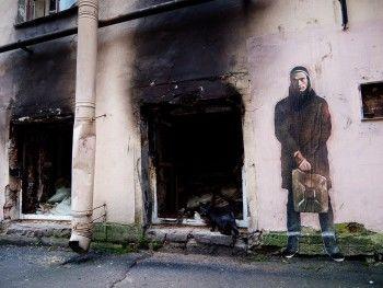 Екатеринбургский художник сделал граффити в честь Петра Павленского