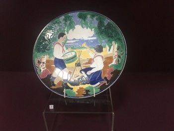 В тагильском музее покажут посуду с портретами революционеров