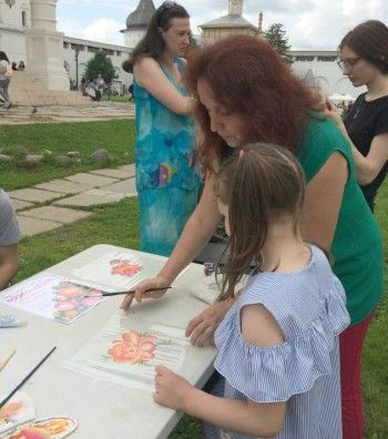 Тагильский поднос показали на фестивале народных промыслов в Ростове
