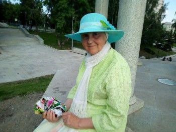 В Нижнем Тагиле пенсионерка продаёт открытки со своими стихами, чтобы накопить на издание полноценного сборника