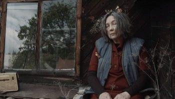 В сети появилась короткометражка про женщину, которая выращивала труп лётчика