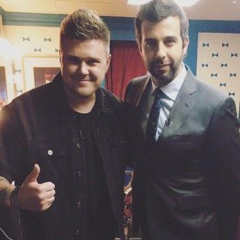Кирилл Нечаев на шоу Урганта спел кавер на песню Монеточки