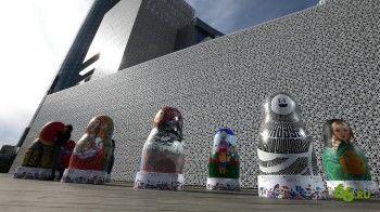 У Ельцин Центра появились гигантские матрёшки