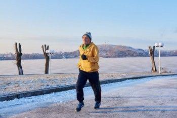 Тагильские спортсмены собирают деньги на зимние кроссовки для пенсионера-марафонца