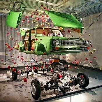 В Екатеринбургском музее автомобильной техники сделали новогоднюю ёлку из «копейки»