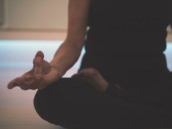 Что к чему: отказаться от мяса, сесть на шпагат за неделю и другие мифы о практике йоги