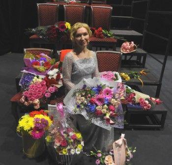 «Я могу сделать это, потому что я — чертовски хорошая актриса!»  Бенефис Елены Макаровой