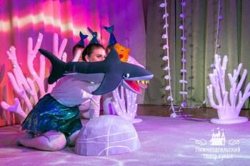 В театре кукол Нижнего Тагила показали сказку о поющем ките для самых маленьких зрителей