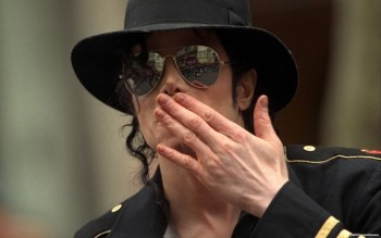 Майкл Джексон стал самым зарабатывающим умершим артистом по версии Forbes