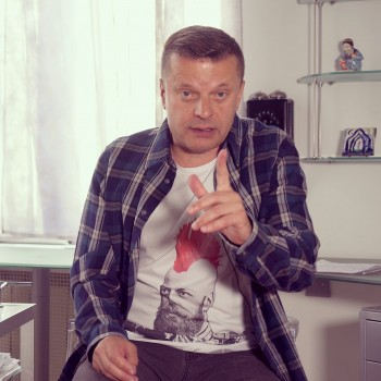 Леонид Парфёнов получил  награду премии «Просветитель» за своё YouTube-шоу