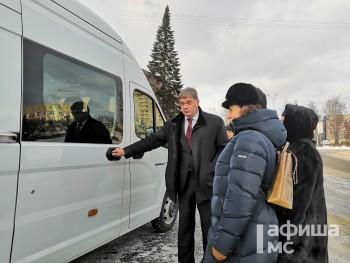 ЕВРАЗ подарил музею-заповеднику Нижнего Тагила автобус
