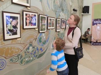 В театре кукол открылась выставка благотворительного проекта «ЕВРАЗ — детям»
