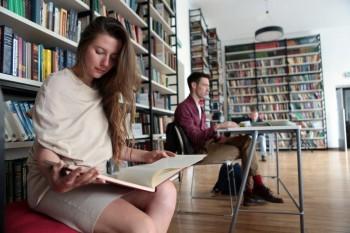 Музеи и библиотеки откроются первыми после завершения карантина