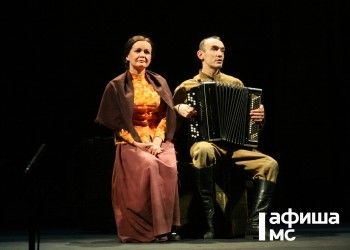 Актёры драматического театра споют военные песни в честь Дня Победы