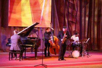 «Такие музыканты рождаются раз в 150 лет». С легендой американского джаза познакомил тагильчан интернациональный квартет