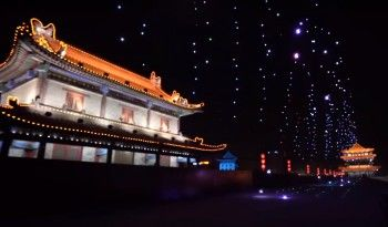 В Китае 1374 дрона поднялись в небо, побив мировой рекорд (ВИДЕО)