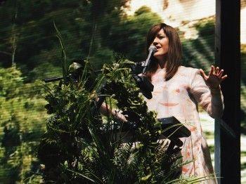 Певица Наадя записала кавер-версию песни Вертинского на рентгеновский снимок