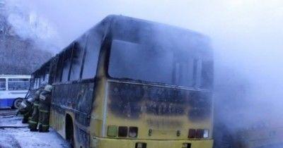 52 человека сгорели в автобусе на трассе в Казахстане