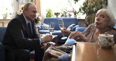 Путин присудил Людмиле Алексеевой премию за достижения в правозащитной деятельности