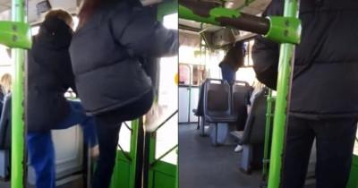 В Каменске-Уральском подростки устроили дебош в автобусе (ВИДЕО)