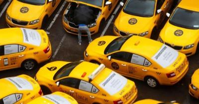 Свердловские таксисты пожаловались в прокуратуру на указ Евгения Куйвашева об «антиковидных» перегородках в автомобиле