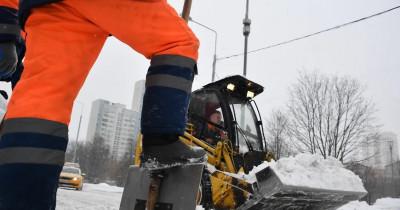 Губернатор Куйвашев поручил правительству имэрам срочно вывезти снег сдорог области