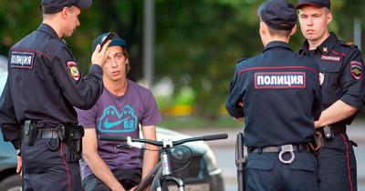 «Коммерсантъ» рассказал о чате московских полицейских с предложениями студентам подработки понятыми