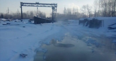 Холодная вода затопила территорию завода ЖБИ (ВИДЕО)