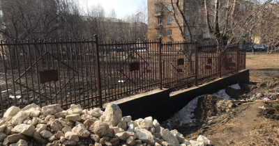 «Кругом грязь». В отремонтированную школу № 85 на Красном Камне дети ходят через «полосу препятствий»