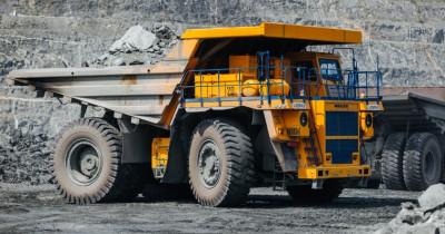 ЕВРАЗ отправляет на вторичную переработку около 700 тонн автомобильных шин в год. Из них производят беговые дорожки и покрытие для детских площадок
