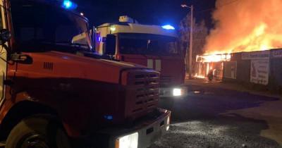 В Нижнем Тагиле ночью сгорел овощной склад (ВИДЕО)