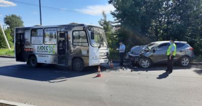 Лобовое ДТП с автобусом и пробитие головой лобового стекла. В Нижнем Тагиле 13 июня произошли две серьёзные автоаварии