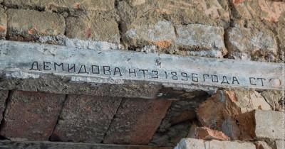 В Нижнем Тагиле при ремонте школы нашли старинные рельсы