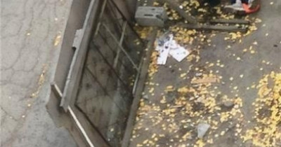 В центре Нижнего Тагила с крыши здания упал рабочий