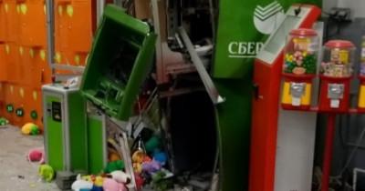 В Екатеринбурге неизвестные взорвали банкомат в магазине