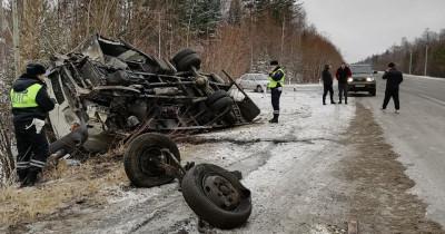 Водитель грузовика, перевозивший молоко из Нижнего Тагила в Серов, устроил смертельное ДТП на трассе