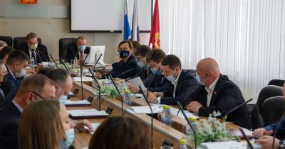 Владислав Пинаев хочет внести поправки в Устав Нижнего Тагила, чтобы изменить систему выборов в городскую думу. После этого у оппозиции практически не останется шансов на депутатские кресла