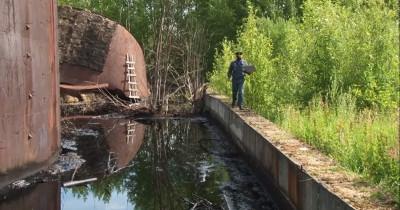 Виновных в разливе нефтепродуктов в Горноуральском не нашли, устранять последствия придётся властям