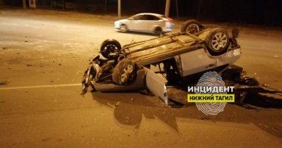 В Нижнем Тагиле на Восточном шоссе пьяный водитель на ВАЗ въехал в ограждение и перевернулся