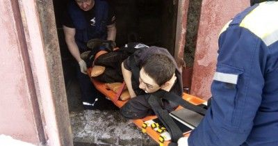 В Нижнем Тагиле бомж всю ночь пролежал в коллекторе со сломанной ногой