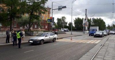 В Нижнем Тагиле автомобиль такси «Везёт» на пешеходном переходе сбил девушку (ВИДЕО)