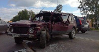 В Нижнем Тагиле в ДТП на Свердловском шоссе водителя зажало в автомобиле