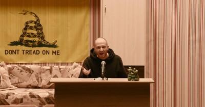 #сядьзатекст: Oxxxymiron запустил трансляцию литературных чтений, где авторам произведений выносят приговоры (ВИДЕО)