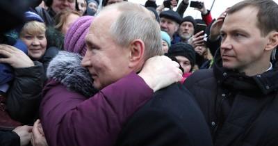 «Думаю, очень трудно». Владимир Путин — о том, как прожить на 10 тысяч рублей
