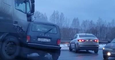 Под Верхней Пышмой бензовоз протаранил «Ниву», водитель легковушки погиб