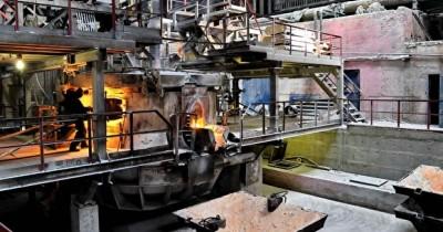 На заводе «Динур» в Первоуральске вовремя выброса плавильной смеси пострадал рабочий