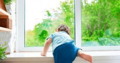 ВЕкатеринбурге трёхлетний мальчик впал в кому после падения изокна