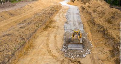 Для возведения моста через Тагильский пруд пришлось проложить временную дорогу на правом берегу