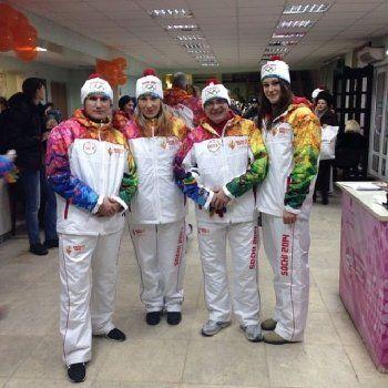 Как коротают время факелоносцы в ожидании эстафеты (ФОТО)